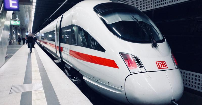ICE, Deutsche Bahn, Zug, Hauptbahnhof, © Daniela Abadia - Unsplash (Symbolbild)