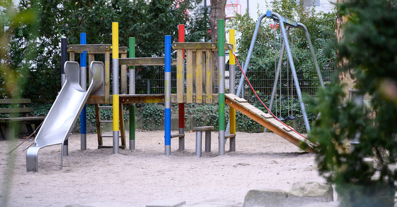 Kinderspielplatz, Kindergarten, Rutsche, Klettergerüst, Sandkasten, © Sebastian Gollnow - dpa (Symbolbild)