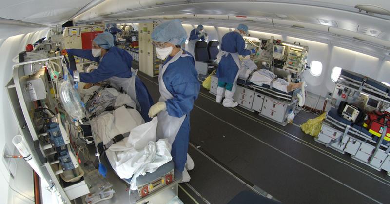 Coronavirus, Frankreich, Mulhouse, Militärflugzeug, © DICOD - AP / dpa (Symbolbild)