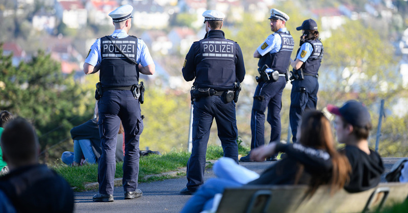 Polizei, Kontrolle, Coronaparty, Ausgangsbeschränkung, © Sebastian Gollnow - dpa (Symbolbild)