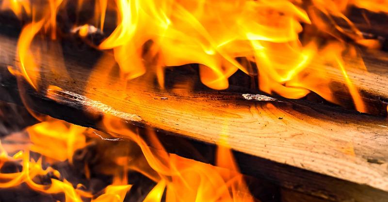 Feuer, Flammen, Brand, Holz, Lagerfeuer, © Pixabay (Symbolbild)