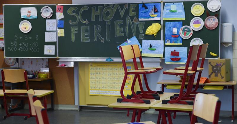 Schulferien, Klassenzimmer, Unterricht, Schule, © Arne Dedert - dpa (Symbolbild)