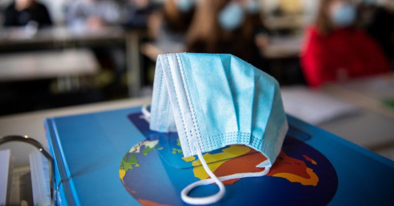 Maskenpflicht, Schule, Unterricht, Präsenzunterricht, Mund-Nasen-Schutz, Corona, © Matthias Balk - dpa (Symbolbild)