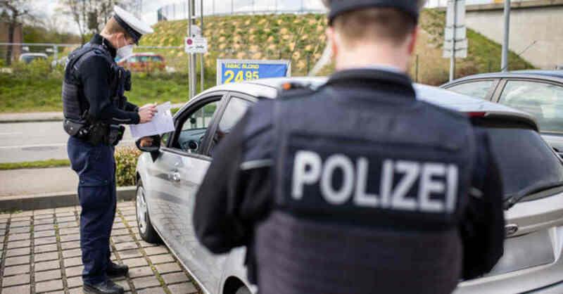 Polizei, Verkehrskontrolle, Autobahn, A5, Auto, Schleierfahndung, Parkplatz, © Philipp von Ditfurth - dpa (Symbolbild)