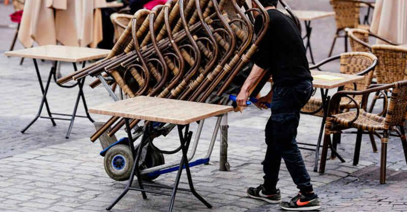 Außengastronomie, Straßencafé, Stühle, Lockerung, Öffnungsschritte, © Uwe Anspach - dpa (Symbolbild)