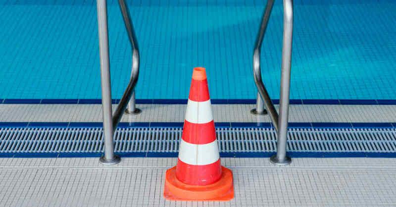 Schwimmbad, Hallenbad, Schwimmbecken, Umbau, gesperrt, © Uwe Anspach - dpa (Symbolbild)