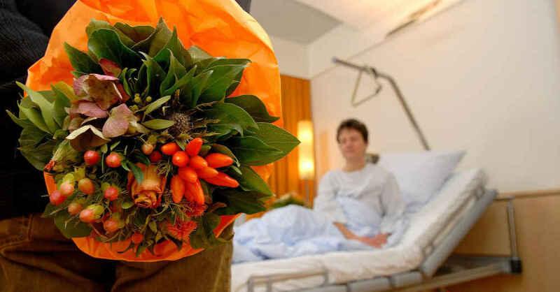 Krankenhaus, Krankenbett, Klinik, Besuche, Blumenstrauß, Patienten, Station, © Iris Kaczmarczyk - pa / dpa (Symbolbild)