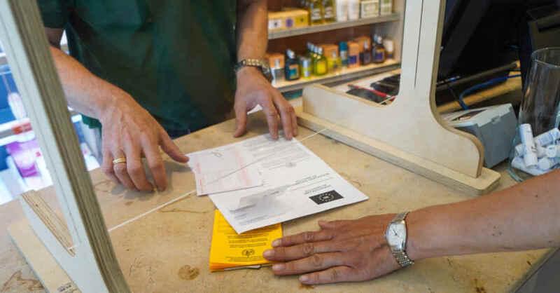 Digitaler Impfnachweis, Impfpass, Apotheke, QR-Code, © Jörg Carstensen - dpa