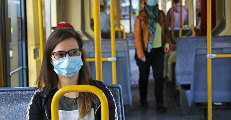 medizinische Maske, Bus, Bahn, Straßenbahn, ÖPNV, Corona, Mund-Nasen-Schutz, © Oliver Berg - dpa (Archivbild)
