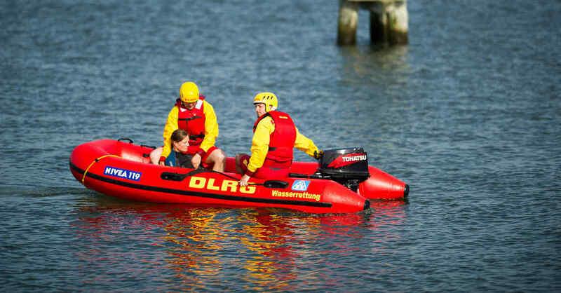 DRLG, Wasserrettung, Rettungsschwimmer, Rettungsboot, Badeunfall, Badesee, © DLRG (Archivbild)
