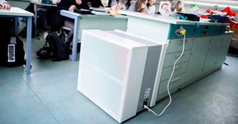 Luftfilter, Unterricht, Klassenzimmer, Schule, Coronavirus, © Hauke-Christian Dittrich - dpa (Archivbild)
