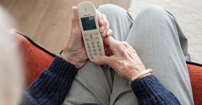 Alter, Rentner, Senioren, Telefon, © Pixabay (Symbolbild)