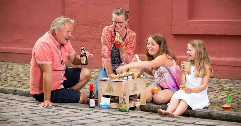 Bächlepicknick, Bächle, Freiburg, Picknick, Picknickkorb, © FREIBURGerLEBEN