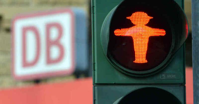 Deutsche Bahn, Warnstreik, Bahnstreiks, Fußgängerampel, Ampel, © Martin Schutt - dpa-Zentralbild / dpa (Symbolbild)