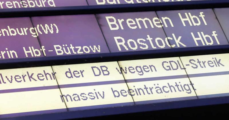 Deutsche Bahn, Anzeigetafel, GDL, Streik, Gewerkschaft, Lokführer, Bahnhof,  Zugausfall, © Bodo Marks - dpa
