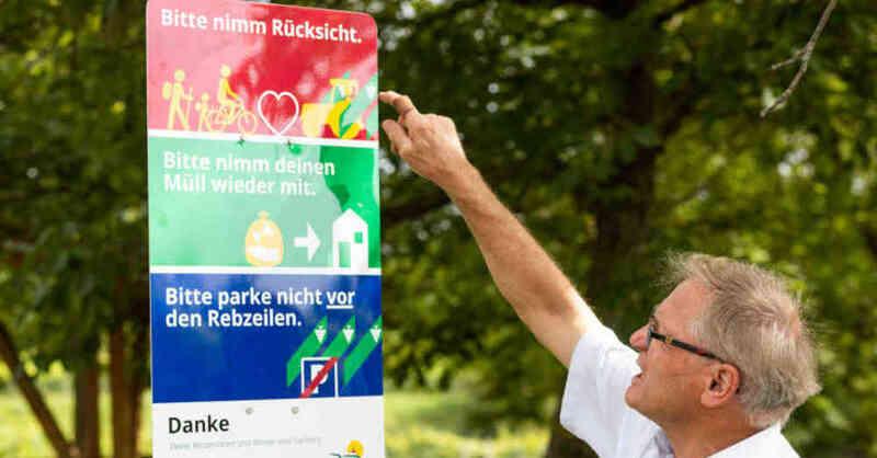 Hinweisschilder, Tuniberg Wein, Verhaltensregeln, Tuniberg, Wein, Winzer, Rücksicht, © Philipp von Ditfurth - dpa
