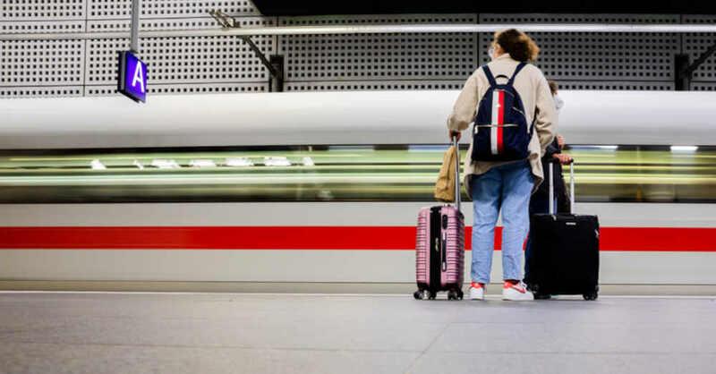 ICE, Bahnhof, Zug, Deutsche Bahn, Reisende, Bahnkunden, Koffer, © Christoph Soeder - dpa (Symbolbild)