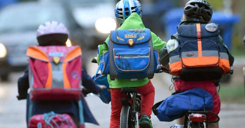 Schüler, Schule, Schulweg, Fahrrad, Schulranzen, Grundschule, Verkehr, Radfahren, © Ralf Hirschberger - dpa (Symbolbild)