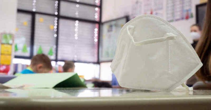 Maskenpflicht, FFP2-Maske, Unterricht, Klassenzimmer, © Sebastian Gollnow - dpa (Symbolbild)