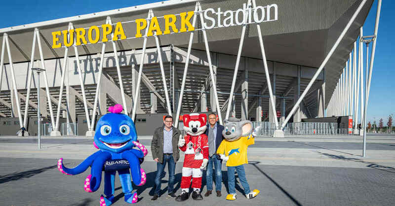 Europa-Park Stadion, SC Freiburg, Fußball, Europa-Park, Name, Schriftzug, Montage, © Europa-Park