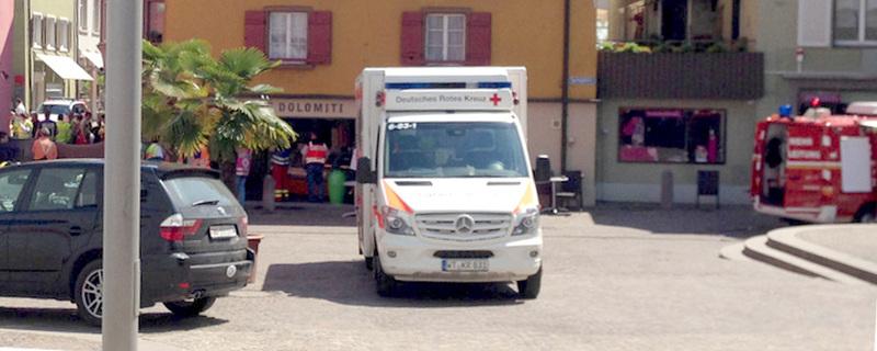 Krankenwagen, Bad Säckingen, Straßencafe, © FRM - dpa