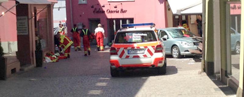Straßencafé, Bad Säckingen, Horrorunfall, © FRM - dpa