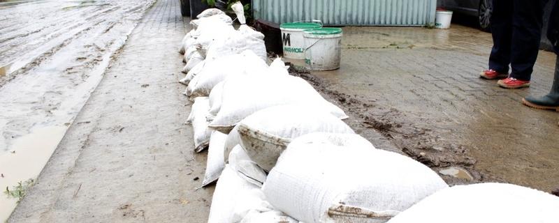 Sandsäcke, Schlamm, Hochwasser, © baden.fm