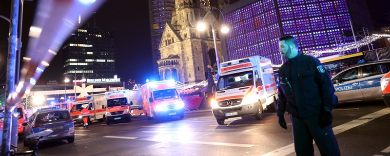 Rettungswagen, Krankenwagen, Berlin, Anschlag, © Michael Kappeler - dpa
