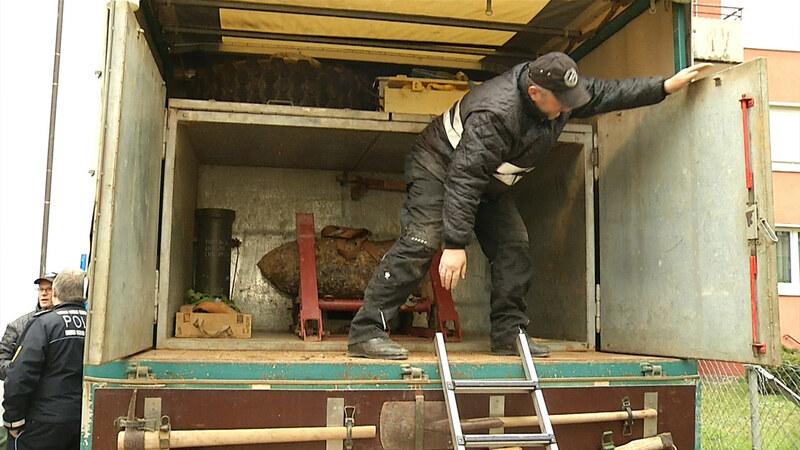 Die Bombe aus dem Stühlinger wird verladen, © baden.fm